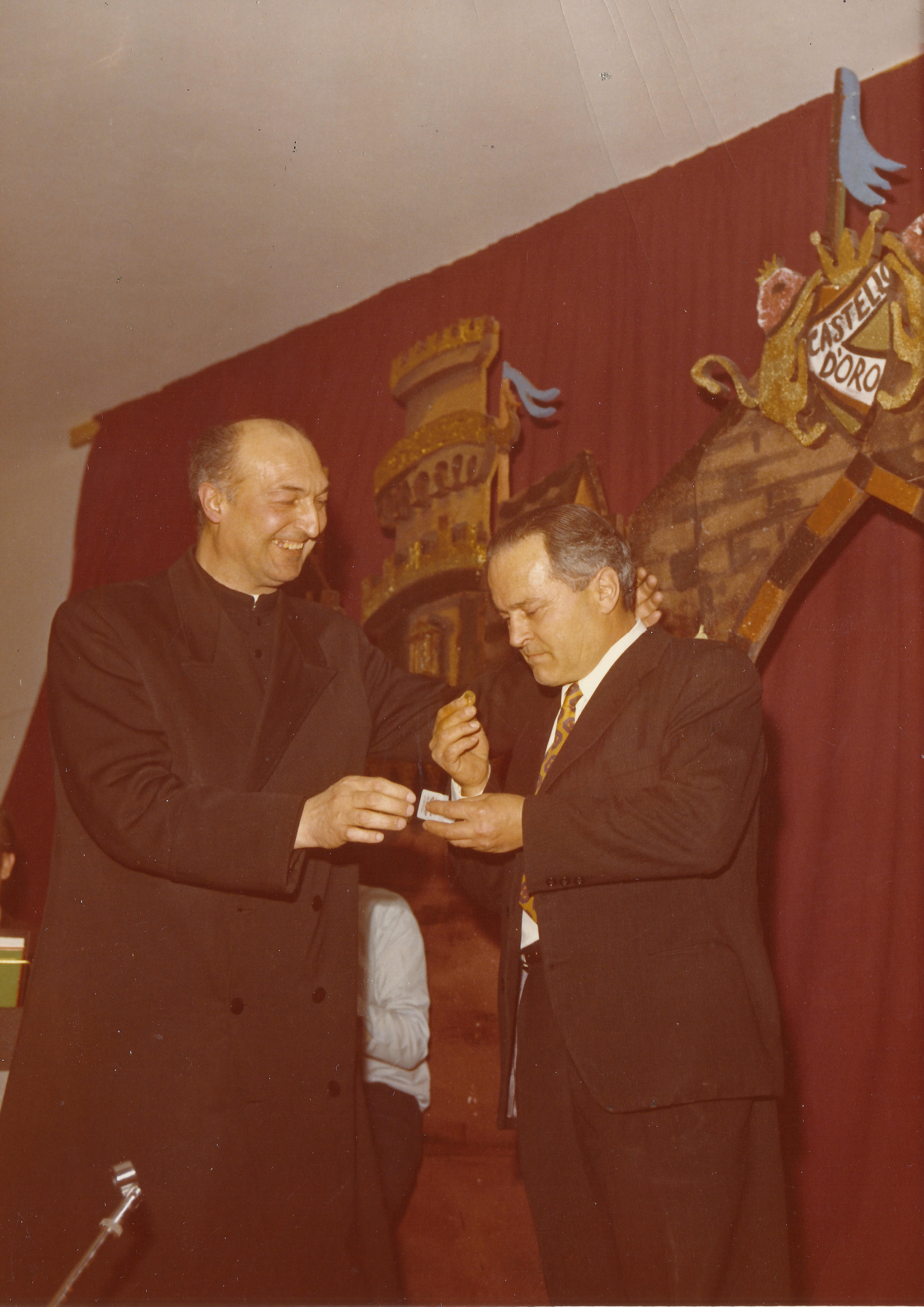 Castello d'oro 1973 - don Emilio Salati e Guerrino Faustini.jpg