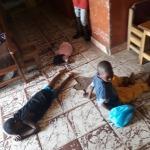 Senza materassi si dorme a terra