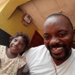 Bokarie con una piccola orfana
